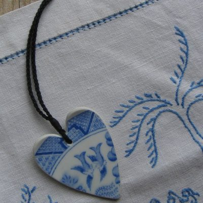Recycled china Willow pattern heart pendant (2)