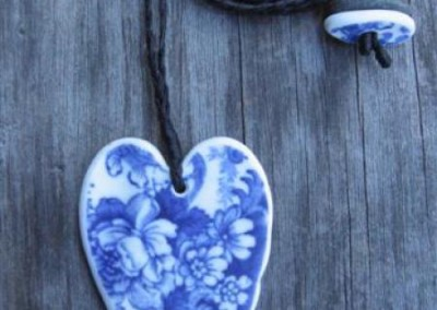 Recycled china heart pendant - Blue floral