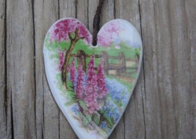 Recycled china heart pendant - 'Meadowside'