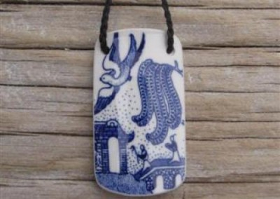 Reycled china rectangle pendant - Willow pattern