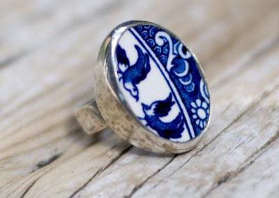Recycled china set in sterling silver ring - Willow pattern, doves