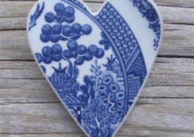 Recyled china heart brooch - Blue willow, Crown Lynn