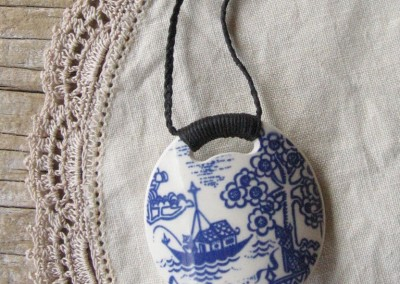 Recycled china pendant - round,  Crown Lynn retro Willow pattern