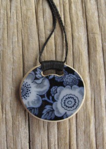 Recycled china pendant - round, historic china from the 1800s