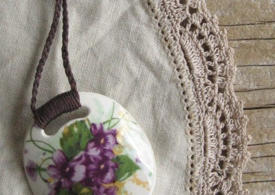 Recycled china pendant - round, violets