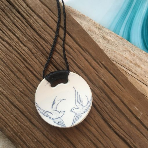 Crown Lynn recycled ceramic circle pendant Blue Willow Retro doves $58
